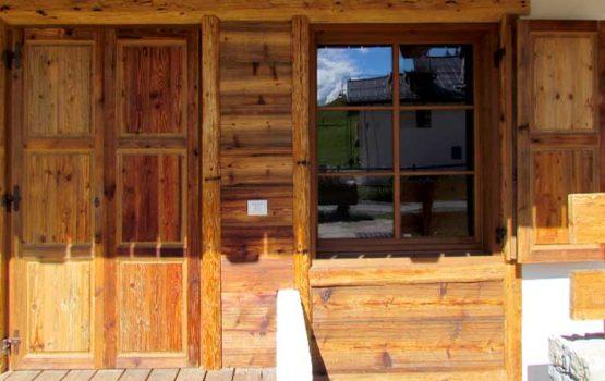 Falegnameria: serramenti, portoni, rivesimenti, poggioli